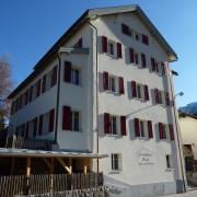 Jugendhaus Plazi Bergün – Direkt am Dorfeingang gelegen und zu Fuss in 3 Minuten vom Bahnhof erreichbar.