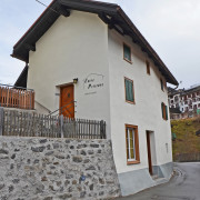 Ferienhaus Chesa Pitschna Bergün – Kleines, einfach eingerichtetes Drei-Zimmer Ferienhaus auf zwei Etagen am Bergüner Dorfeingang.