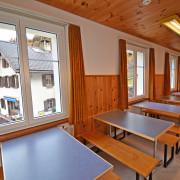 Aufenthaltsraum 2. Obergeschoss – Hinter dem Essraum befindet sich ein weiterer Aufenthaltsraum, in welchem bei grossen Gruppen auch gegessen werden kann.