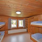 Schlafzimmer 4. Obergeschoss (Gruppenzimmer) – 6 Bettzimmer mit 3 Kleidergestellen (1/2)