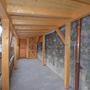 Galerie Erdgeschoss aussen – Neuer Holzunterstand mit viel Abstellfläche.