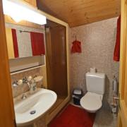 Badezimmer – Dusche und Toilette im Obergeschoss. Zusätzlich Toilette im Erdgeschoss.