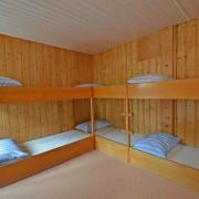 Schlafzimmer 3. Obergeschoss (Gruppenzimmer) – 8 Bettzimmer mit Kleiderkasten und 2 Kleidergestellen (2/2)