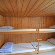 Schlafzimmer 4. Obergeschoss (Gruppenzimmer) – 6 Bettzimmer mit 3 Kleidergestellen (2/2)